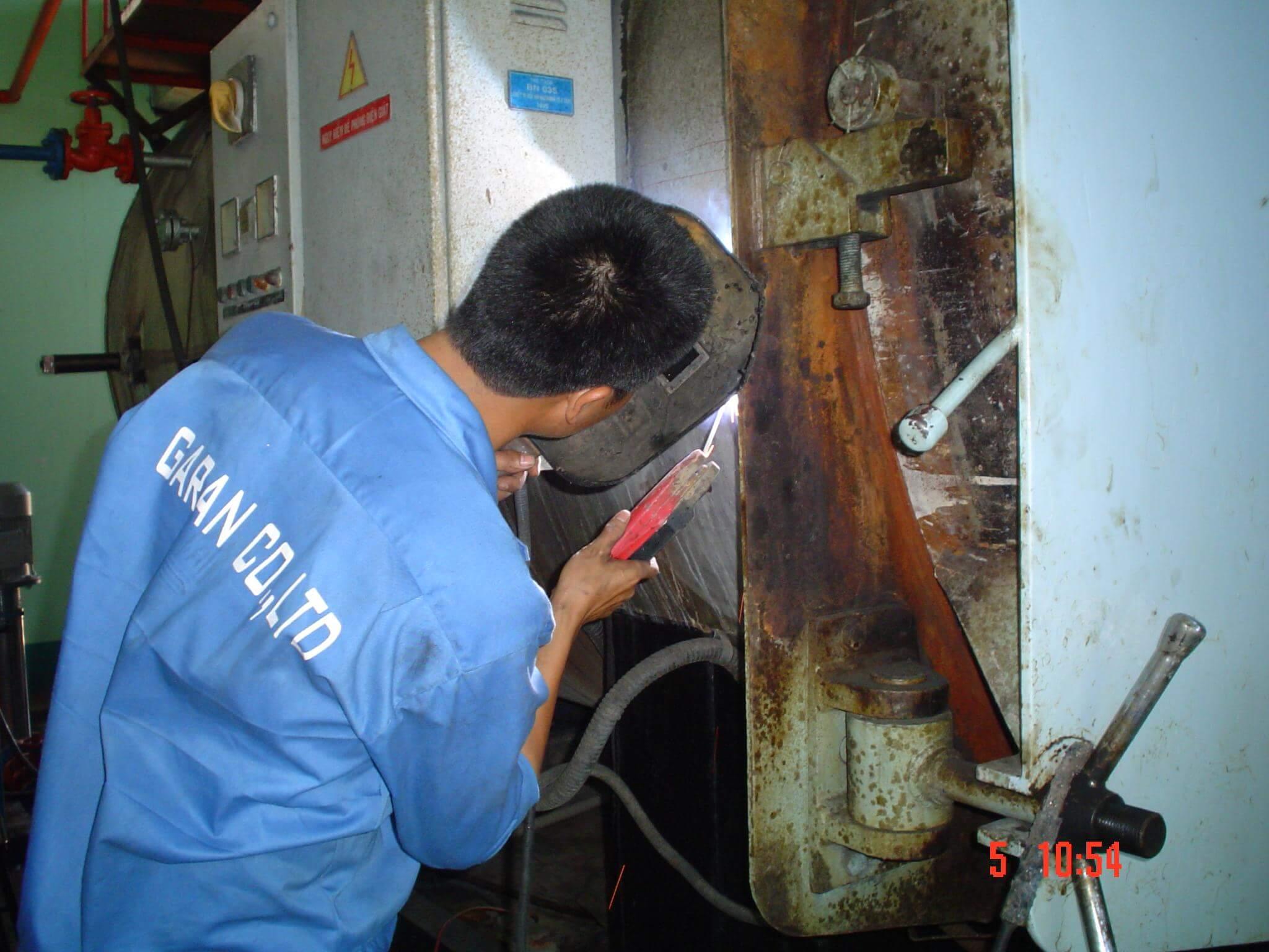 lắp đặt thiết bị xử lý cáu cặn
